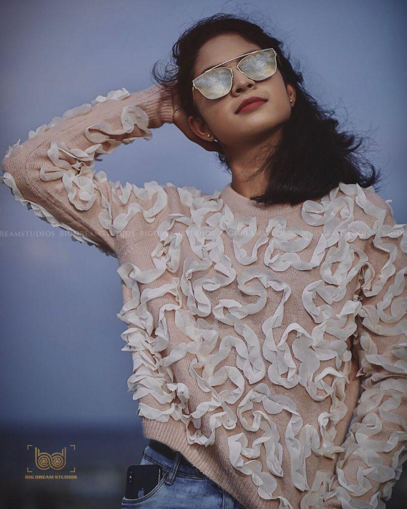Hazel Shiny wearing cooling glass