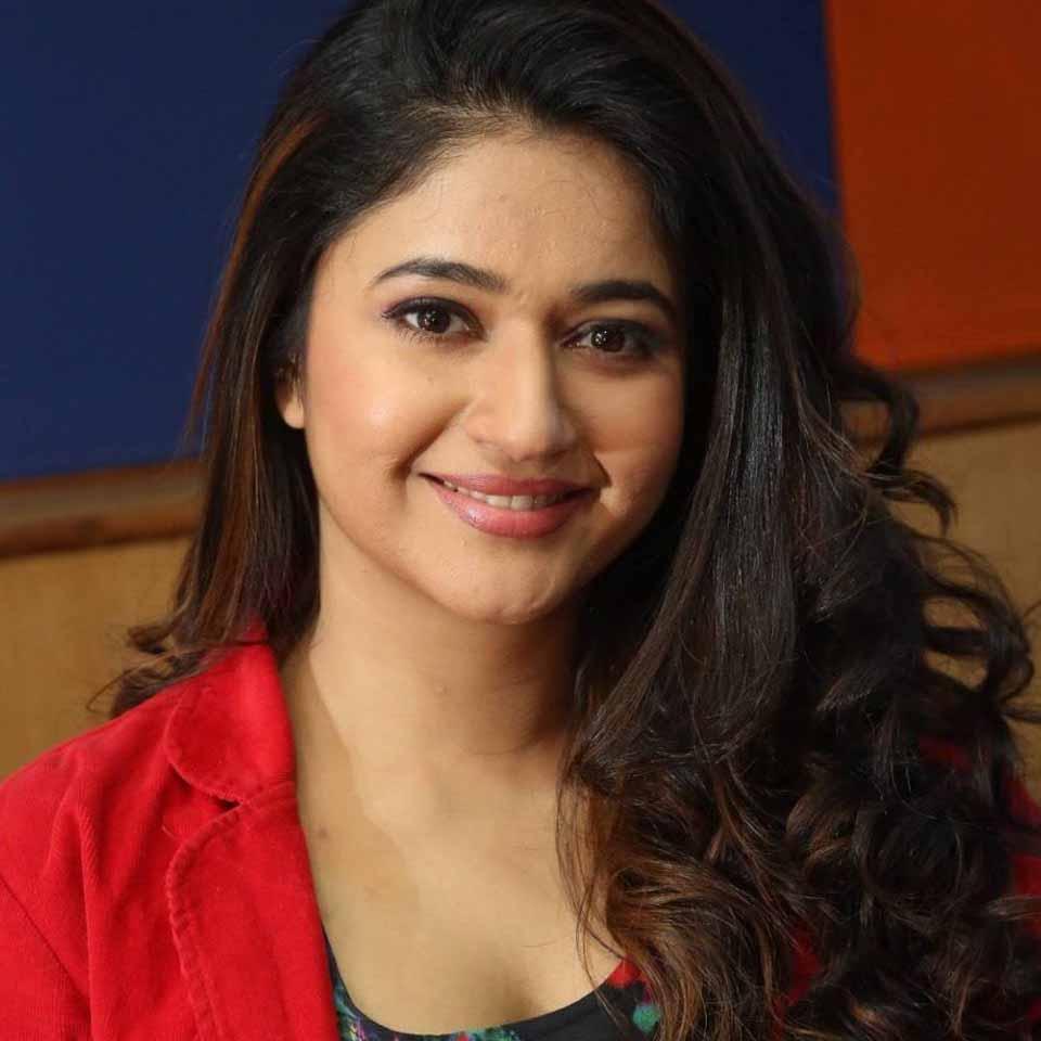 Bigg Boss Tamil Season 4 Contestant Poonam Bajwa