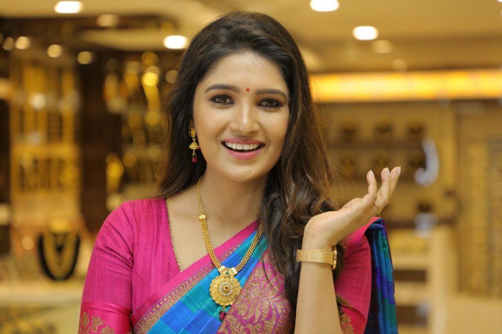 Lakshmi Vanthachu heroin Cute