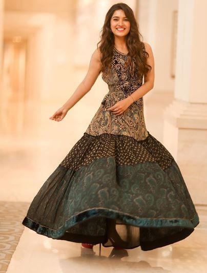 Vani Bhojan Dancing