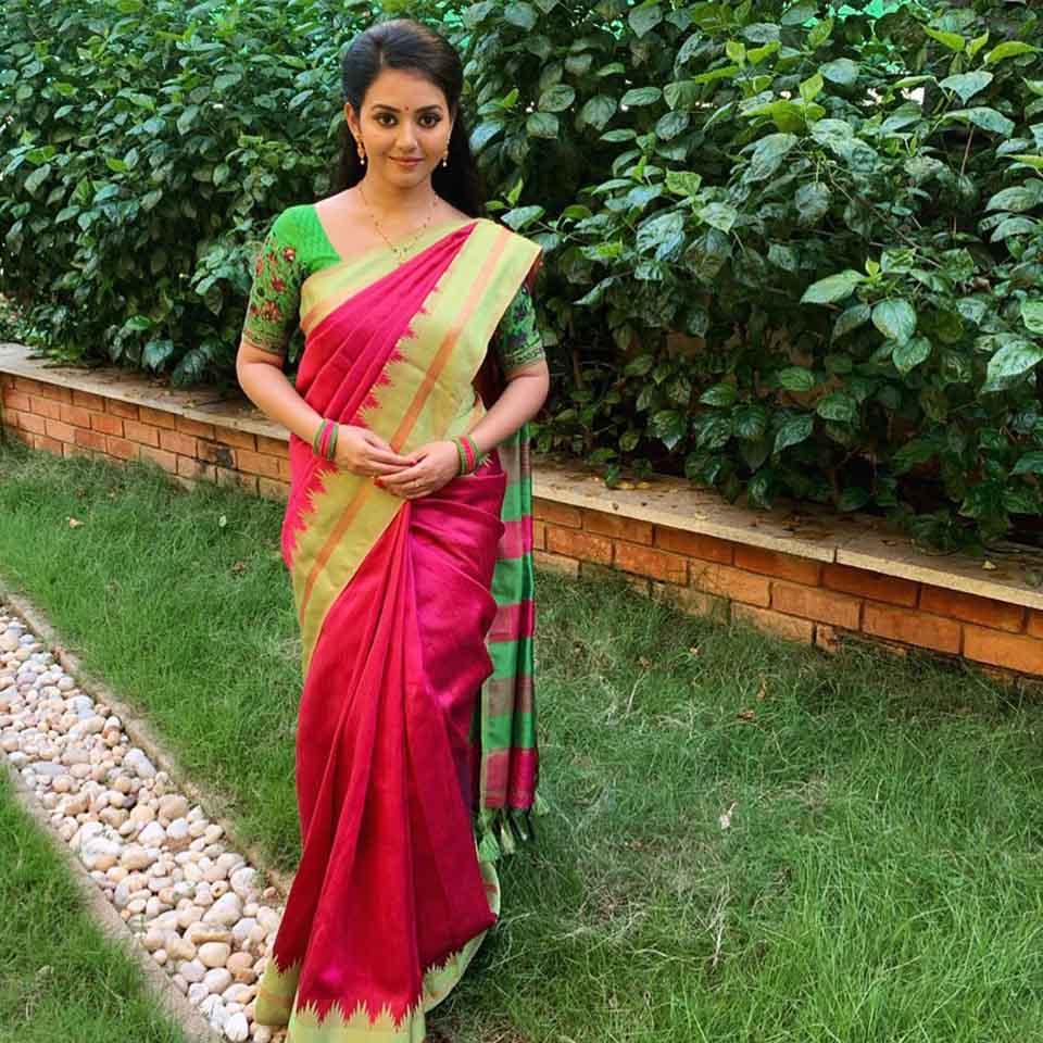 Vidya pradeep in red saree