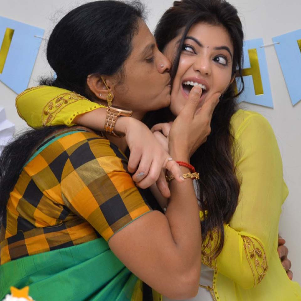 Athulya Ravi and his mother