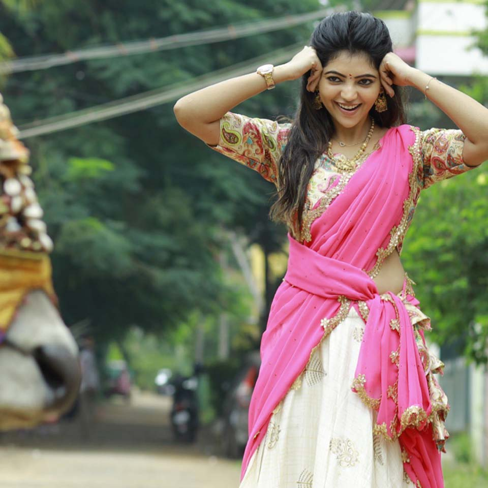 Athulya Ravi cute expression