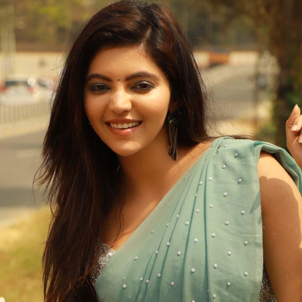 Athulya Ravi homely