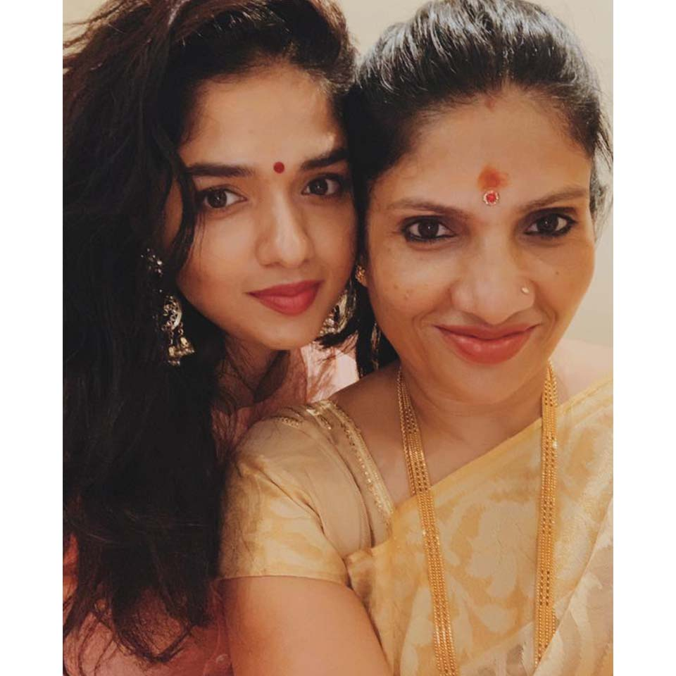 Sunaina with her mother