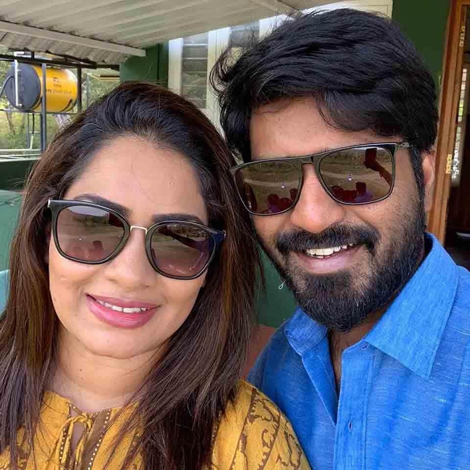 Ma Ka Pa Anand with his wife
